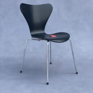 Fritz Hansen Serie 7 Arne Jacobsen Vlinderstoel Zwart zonder houtnerf Stoelen Design Meubels Tweedehands Nieuw